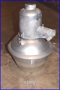 DUSK to DAWN Barn LIGHT 175W 120V Mercury Vapor VINTAGE American Electric MINT