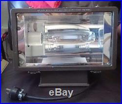 Hubbell Flood Light (MHS-0400S-268) 400W Industrial Lighting, New bulb