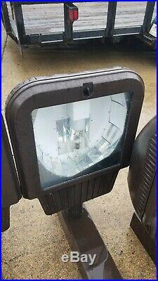 Parking lot light poles 20 FT ALUMINUM 5X5 WITH 400 WATT MH LIGHT FIXTURES
